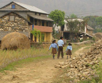 Help de Himalaya Waldorf school uit de schulden